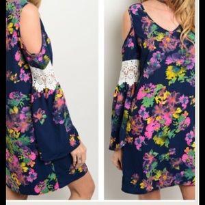 NEW LISTING❗️Cold Shoulder Floral Lace Tunic Dre…